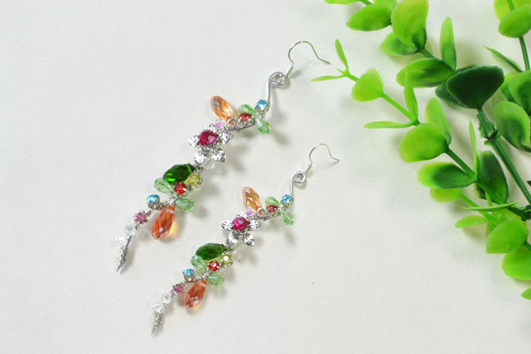 final look of the easy wire wrapped and bead earrings