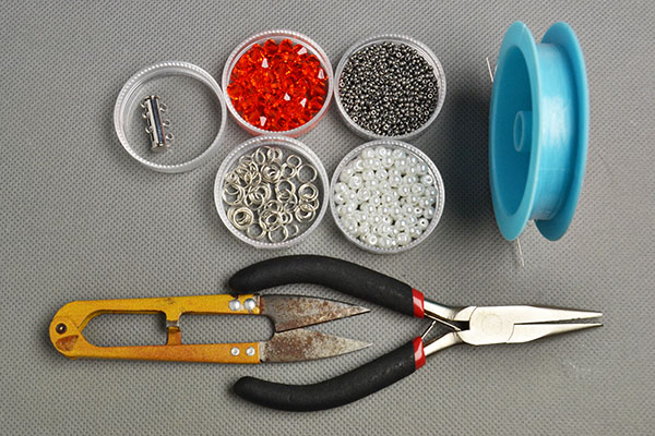 materials and tools needed in DIY the red glass bead bracelets