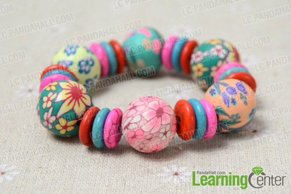 The final look of the polymer clay bead bracelet:
