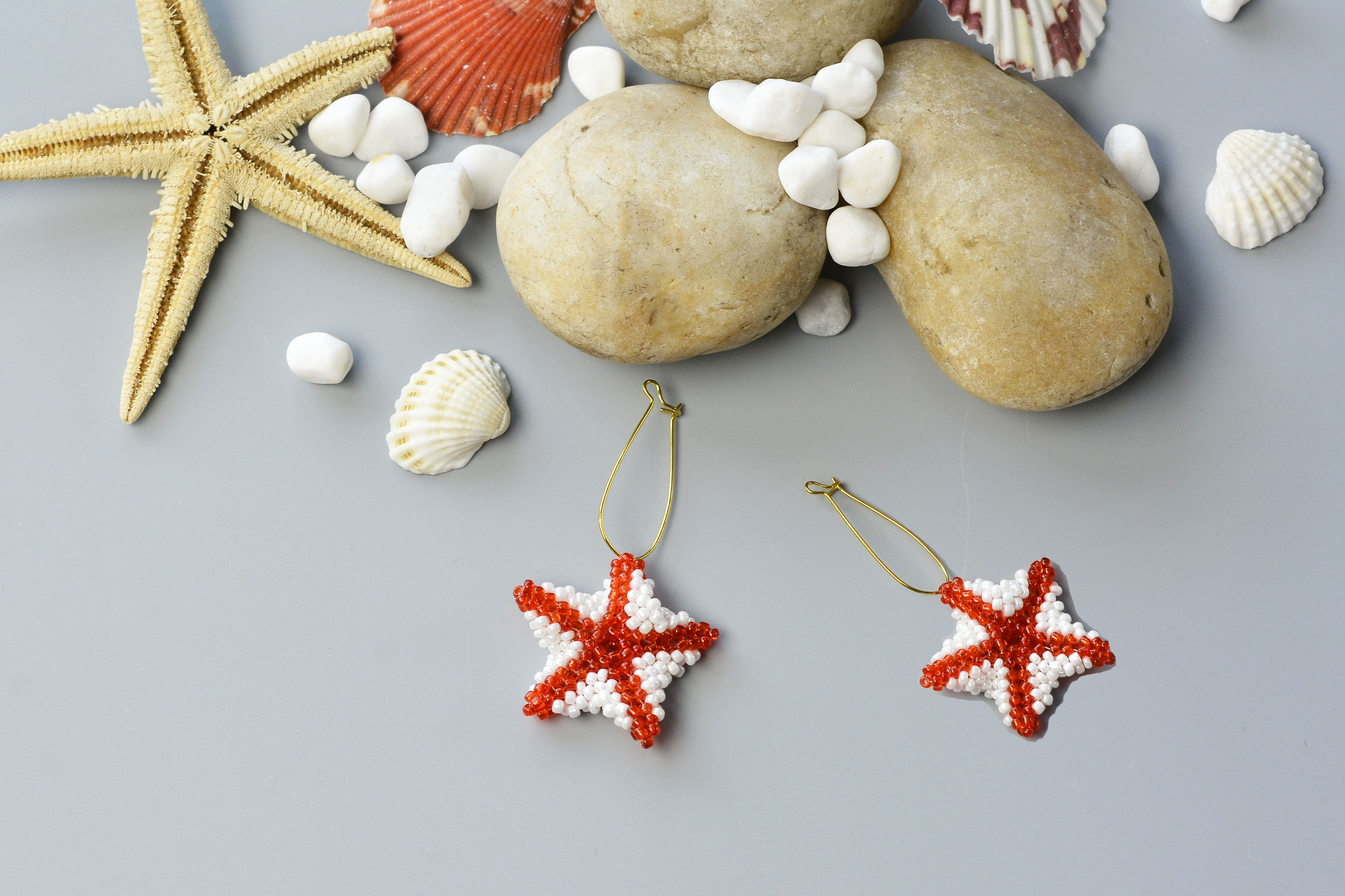 final look of the red seed beaded stitch starfish earrings