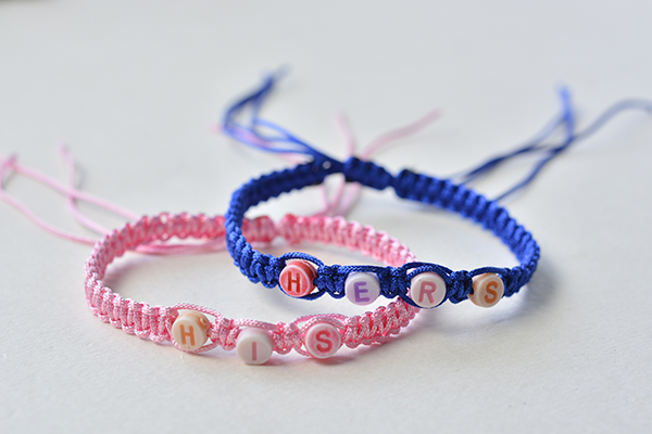 Here is the final look of the square knot braided couple bracelet!