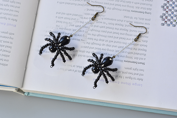 Here is the final look of the earrings for Halloween!