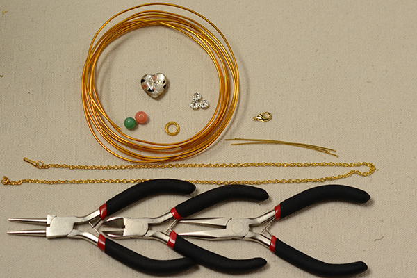 Supplies in making the gold foot chain and anklet with toe ring: