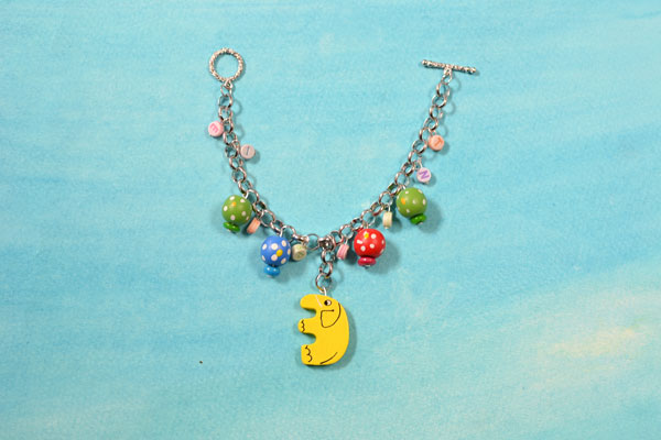 Here is the final look of the lovely colorful chain bracelet.