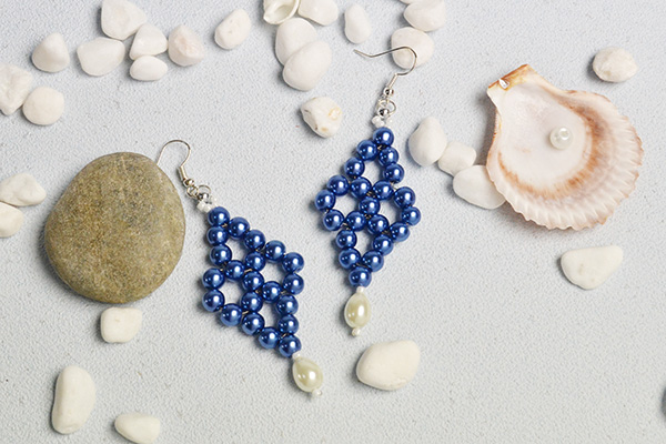 More pictures for the peal bead earrings