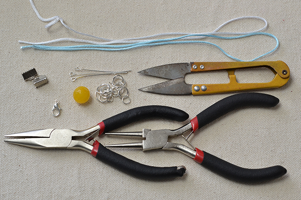 Materials and tools needed in the cord friendship bracelet: