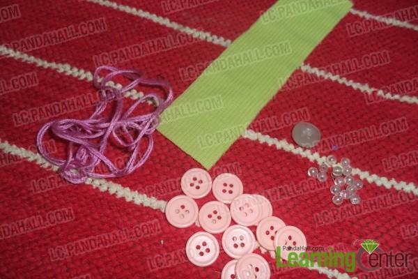 Tuto comment faire un bracelet en boutons pour les filles - Comment faire un bracelet avec des boutons ...