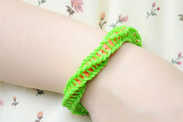 the final look of twisty loom bracelet