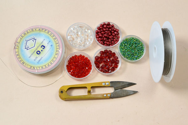 Supplies in making the beaded Christmas gift craft: