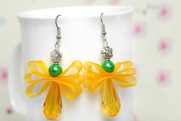 The final look of orange drop earrings