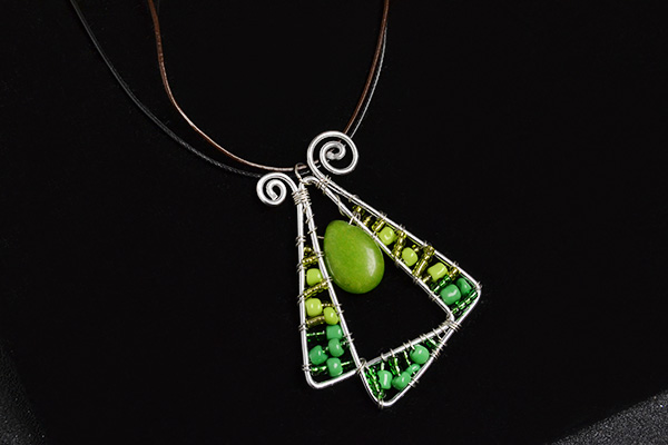 Here is the final look of this wire wrapped pendant necklace: