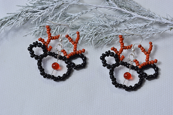 Now I show you the final look of my beaded elk earrings: