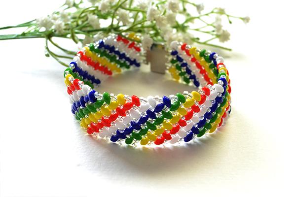 final look of the handmade rainbow beaded bracelet