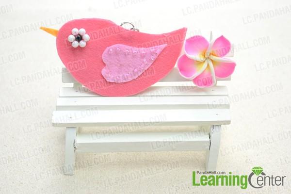 The final look of the felt bird decoration