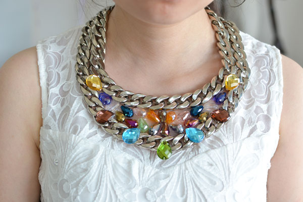 The final look of the chain statement necklace with multi colored beads: