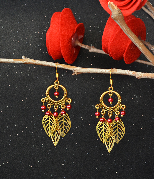 Check the final look of the chandelier leaf dangle earrings: