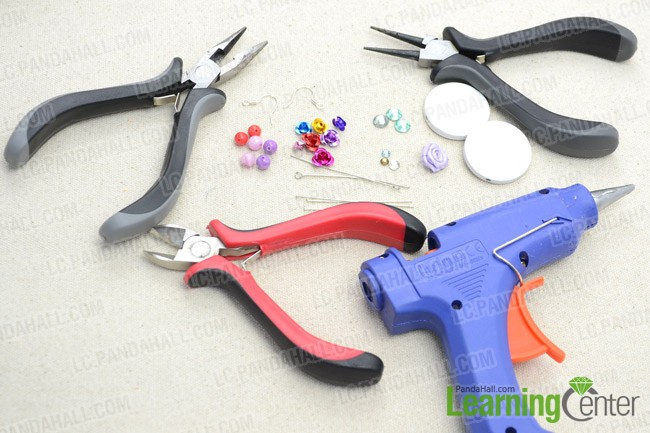 Materials and tools for the flower earrings