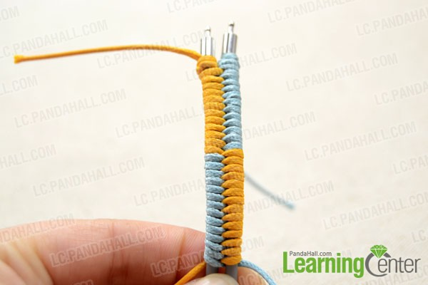 making loops with the blue and orange cords alternately for 10~13times