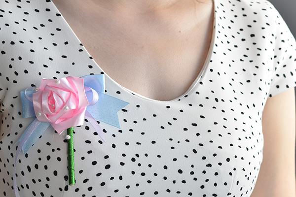 here is the final look of the flower ribbon brooch:
