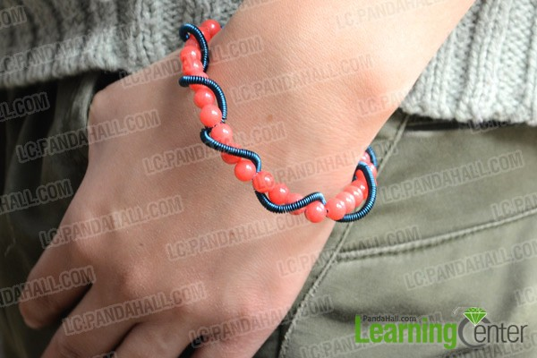 The final wire wrap bracelet looks like this: