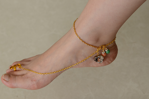 This is the final piece of the gold foot chain and anklet with toe ring!