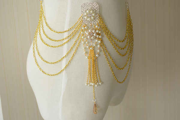 Look at the final piece of the gold waist chain with tassels and dangles design. Don't you think it elegant?