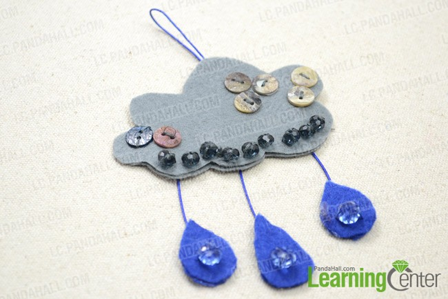 The final look of cloud&raindrop felt ornament
