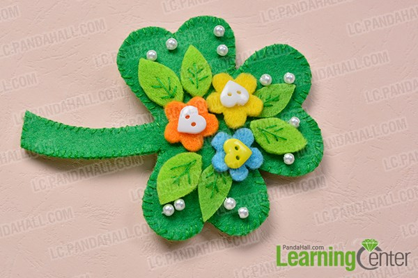 Finish the green felt leaf brooch