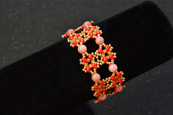 the final look of the seed bead bracelet pattern