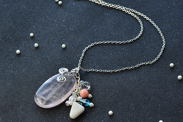 Now, here is the final look of this mix beaded pendant chain necklace: