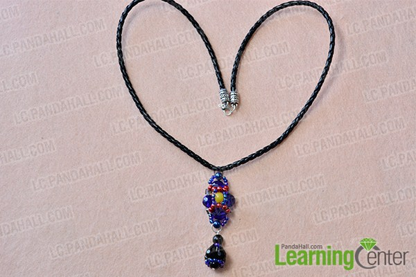 make the rest part of the blue bead pendant necklace