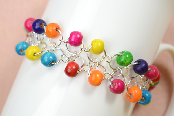 The final look of the rainbow wood bead bracelets