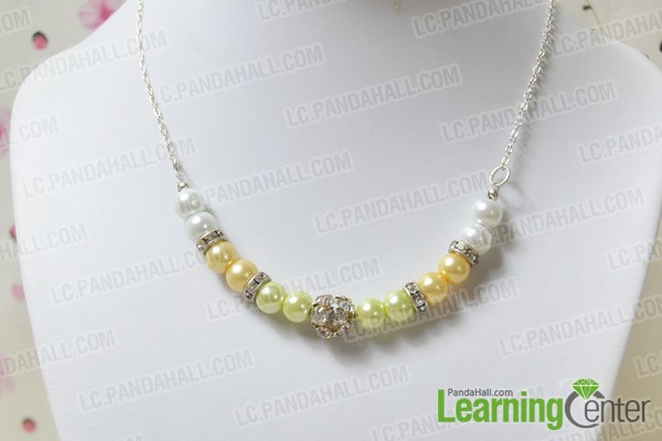 Finally the chunky pearl and rhinestone necklace is like this: