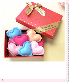 Free Instructions on Making Easy Colorful Felt Paper Heart Ornament as Mother's Day Gift