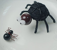 How to Make a Big Spider Centerpiece for Halloween