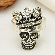 Rhinestoned Crowned Skull Rings, for Halloween, Antique Silver